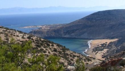 800px-Gavdos potamos beach from Ambellos path